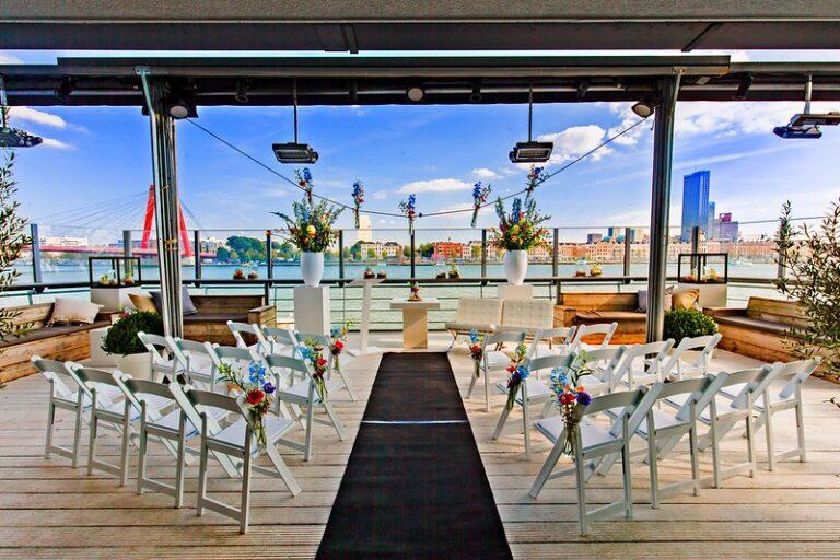 EAU Lounge